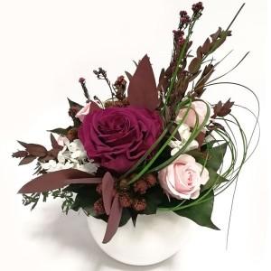 Композиция из стабилизированных цветов и растений